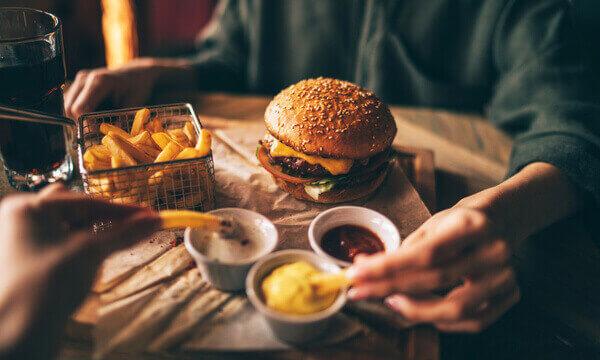 כמה קלוריות יש בלחמנייה המבורגר?